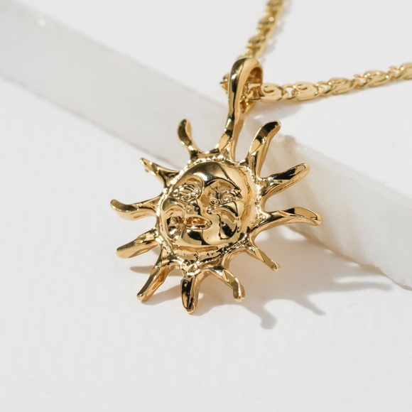 Link Chain Necklace With A Labyrinth Oval Pendant 24K Gold Plated